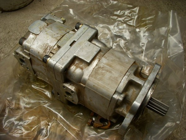 Komatsu (54) pump for transmission - Getriebepumpe