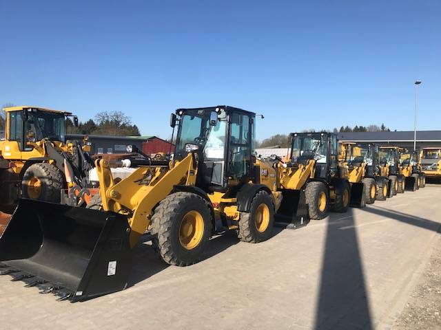 Caterpillar 908 M  4x MIETE EUR 1.200,- RENTAL