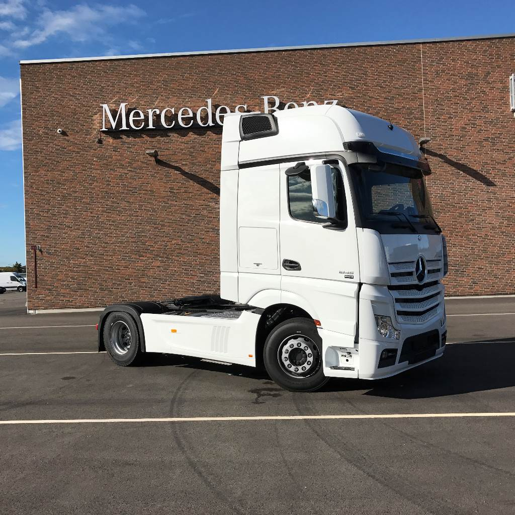 Used mercedes benz actros 1845 ls tractor units year 2018 for Mercedes benz trucks for sale in usa