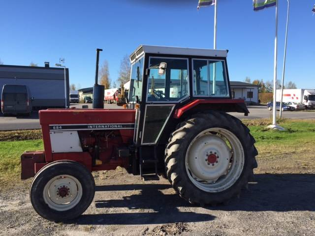International Harvester 684 Tractor : International year tractors id