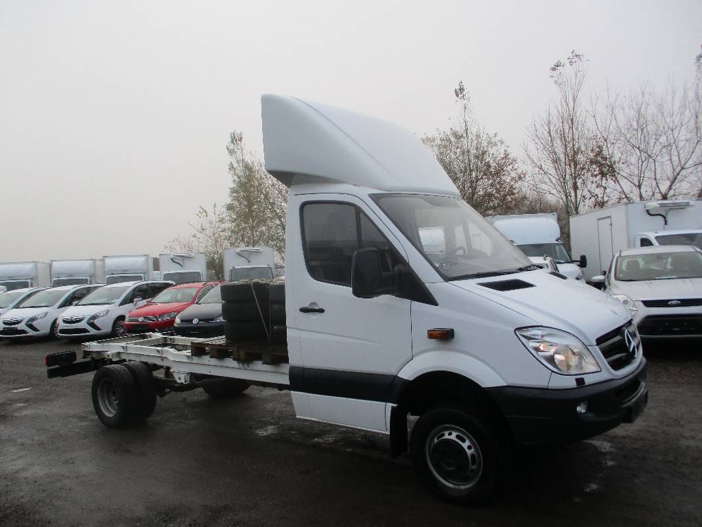 Used mercedes benz sprinter 516 cdi r2 cab chassis year for Mercedes benz sprinter cab chassis