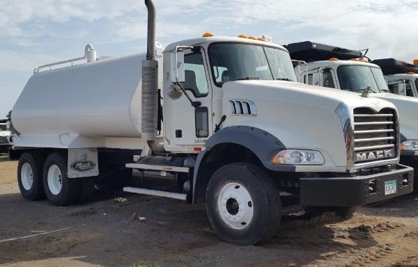 Used Mack water truck GU813E tanker trucks Year: 2012 Price: $141,000 for sale - Mascus USA