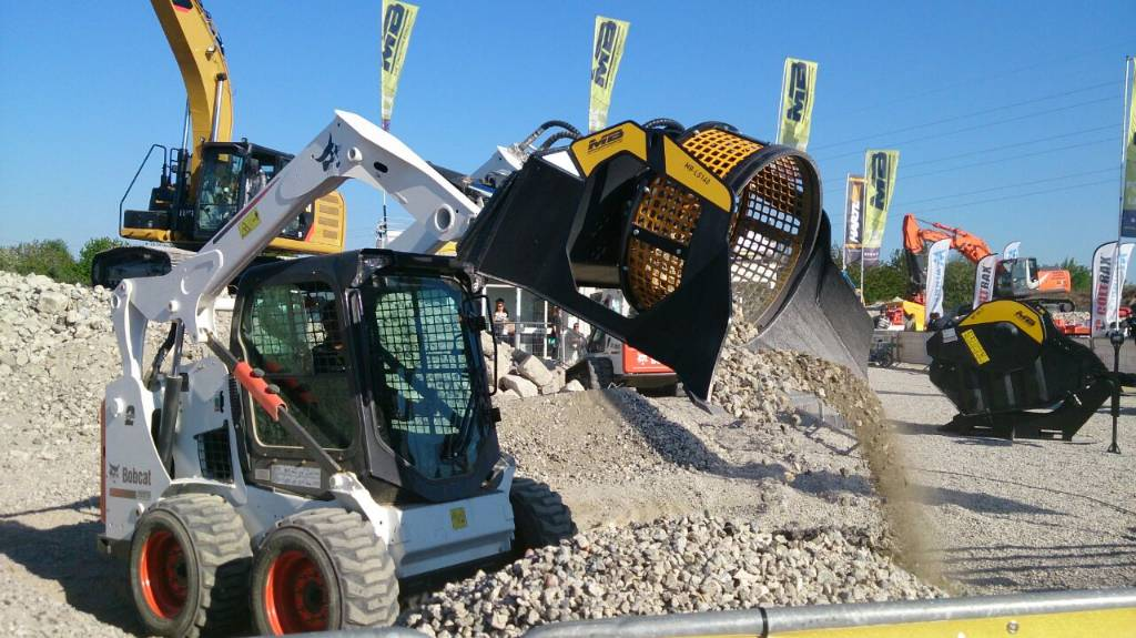 Used Mb Crusher Ls140 Screening Buckets Year 2016 For