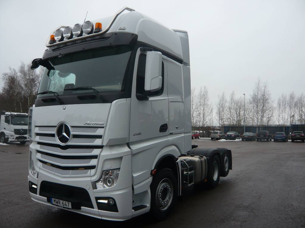 used mercedes benz actros 2551 tractor units year 2015