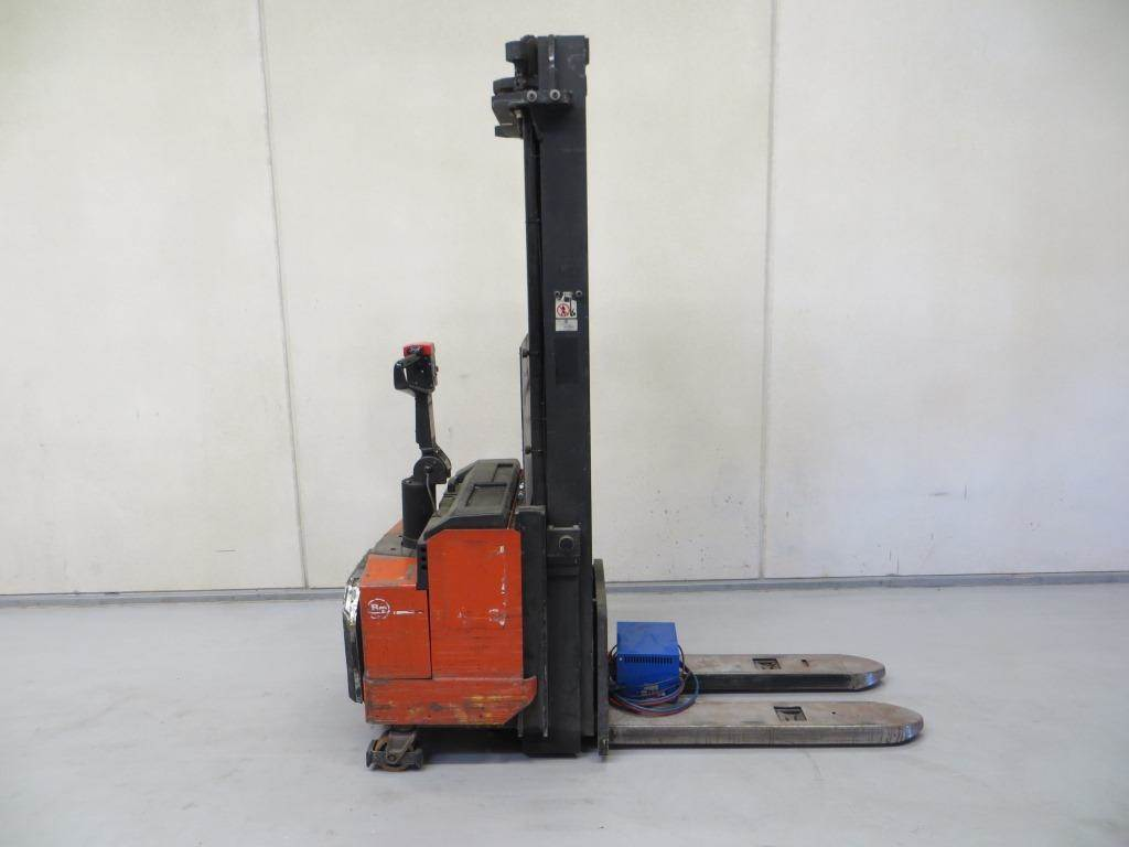 Used BT LSF 1600 Self Propelled Stackers Year: 2000 For