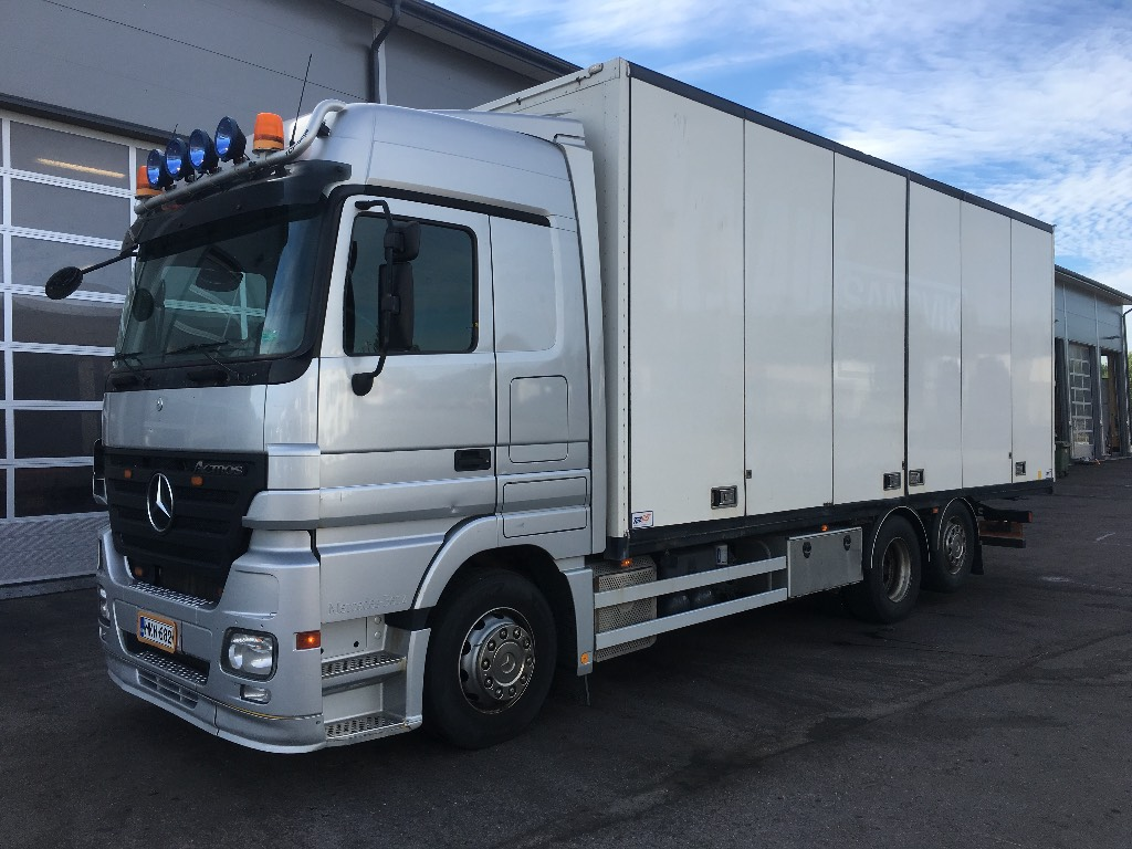 Used mercedes benz actros 2544 l 6x2 box trucks year 2007 for Mercedes benz actros for sale