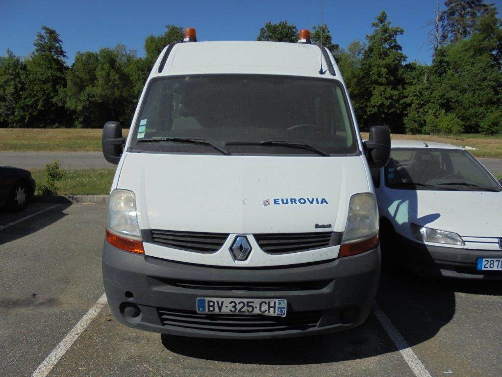 renault master l2h2 occasion eurovia villeneuve lot ann e d 39 immatriculation 2007 fourgon. Black Bedroom Furniture Sets. Home Design Ideas