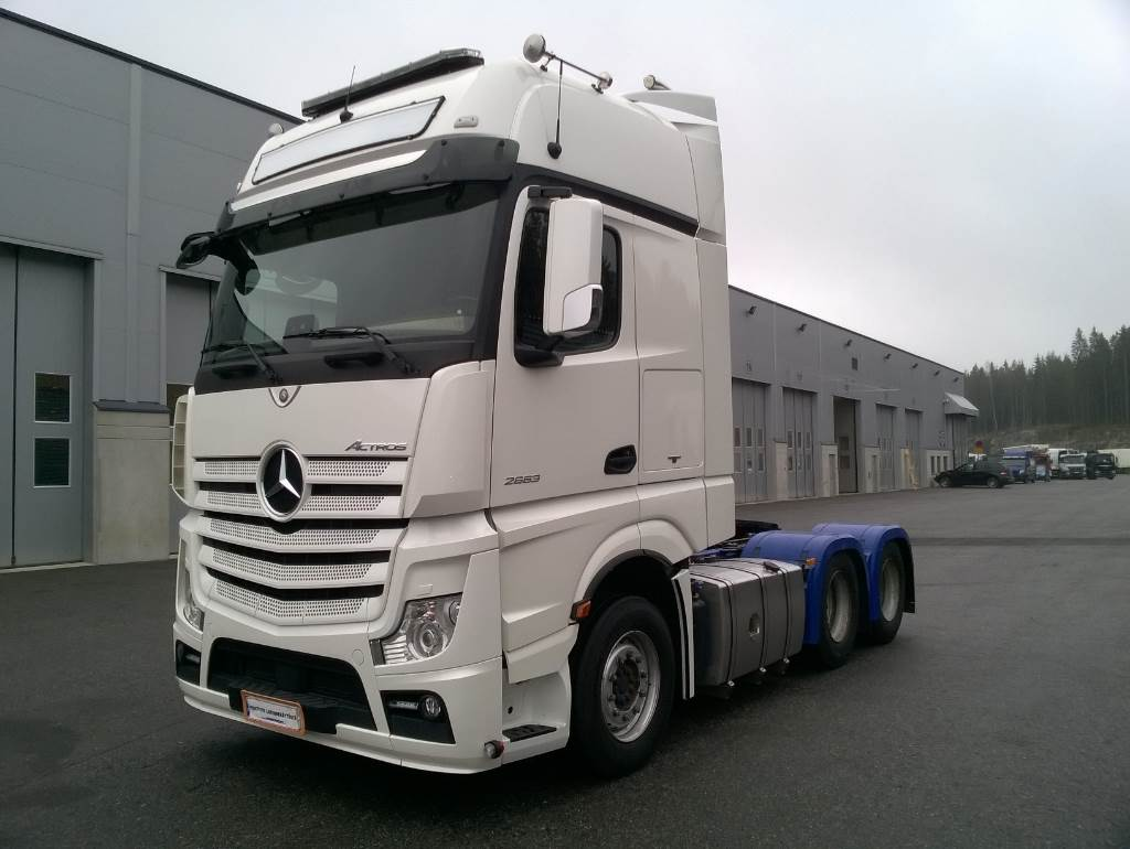 Mercedes benz actros 2663ls gigas 6x4 tractor units for Mercedes benz tractors