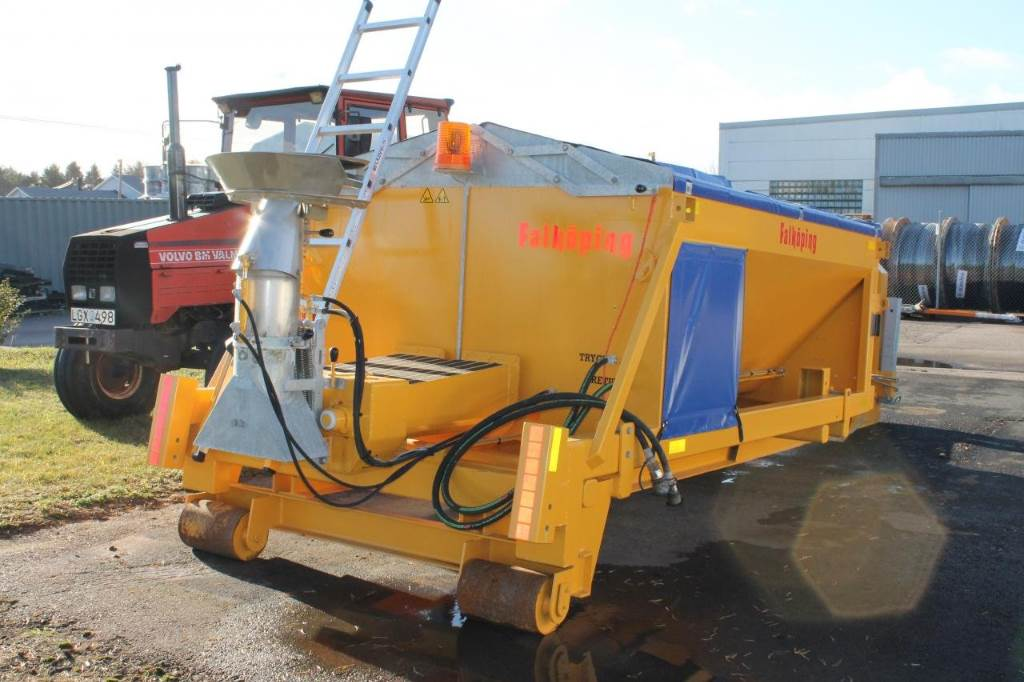 Sand Spreaders For Tractors : Falköping c year sand and salt spreaders id