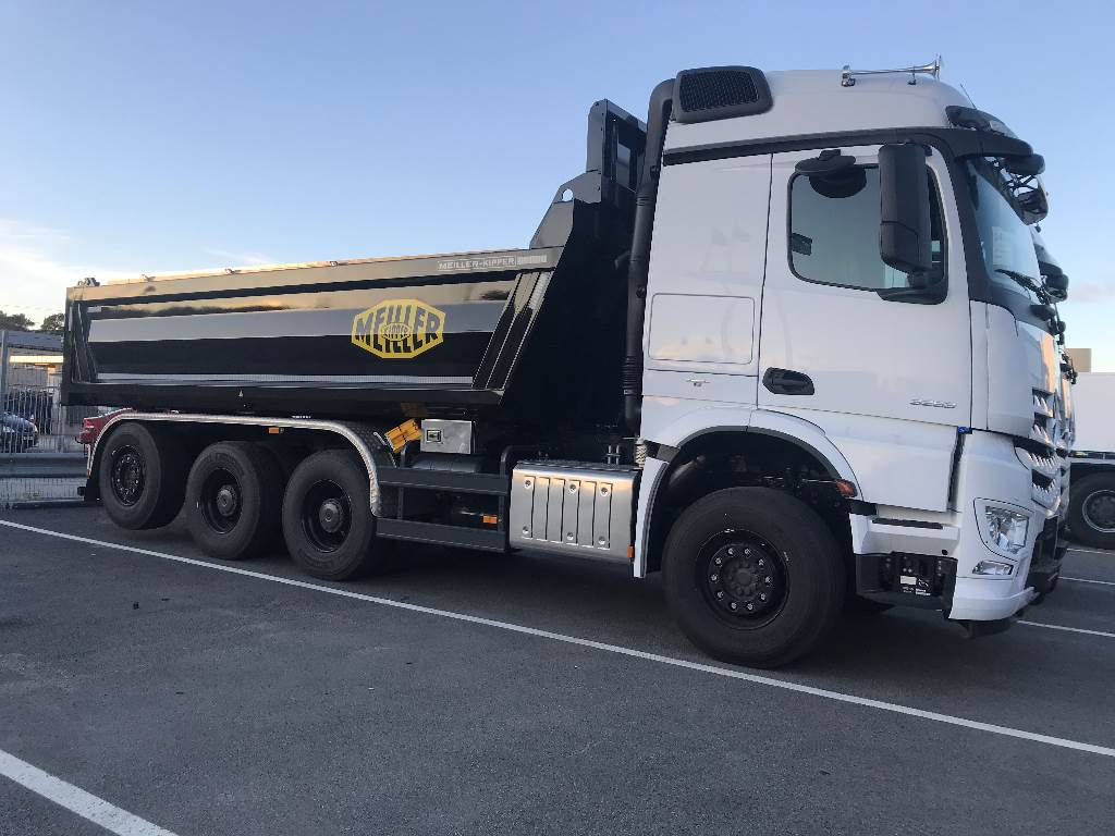 Mercedes benz arocs 3253lk tipper trucks year of mnftr for Used mercedes benz tipper trucks for sale in germany