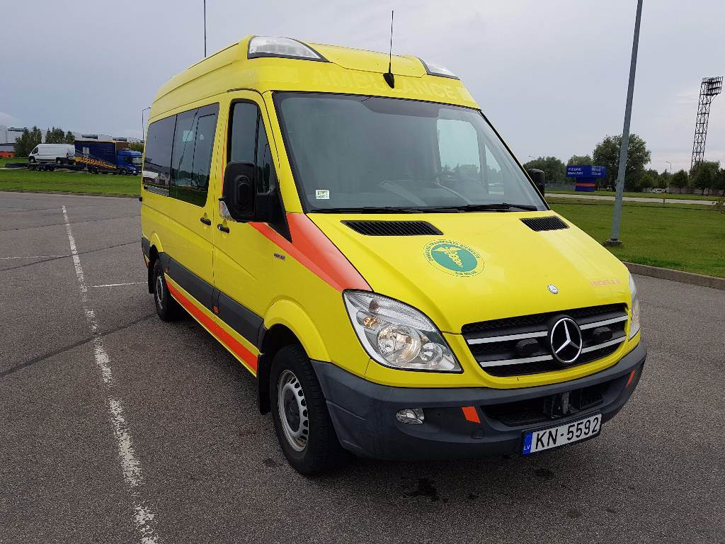 Used mercedes benz sprinter 316 cdi ambulance ambulances for Price of mercedes benz sprinter