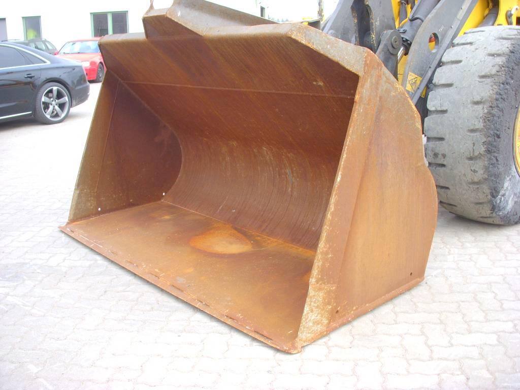 Volvo (817) 2.50 m Schaufel / bucket