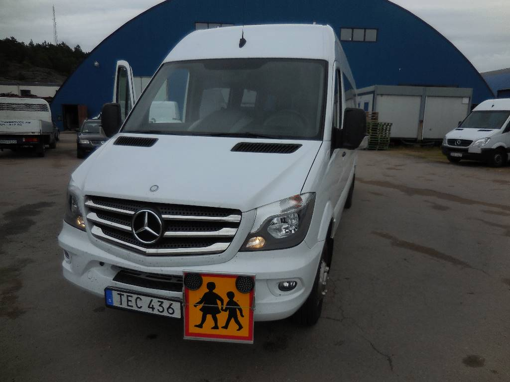 Mercedes benz 516 22 pass 15 school bus year of for Mercedes benz financial phone number usa