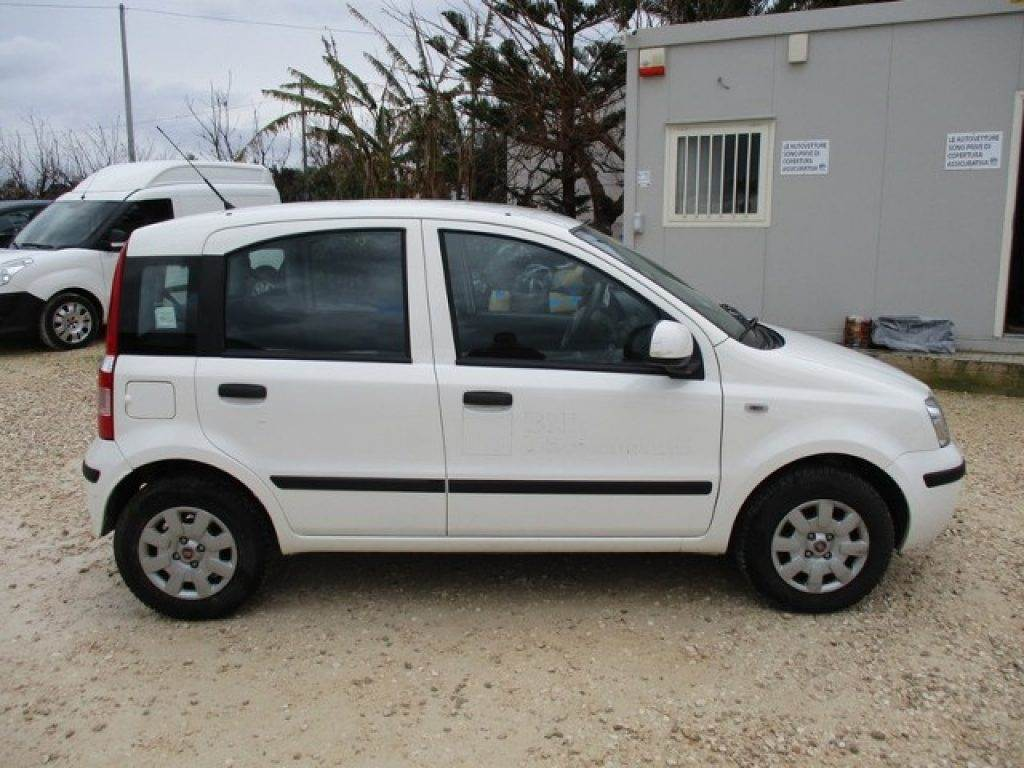 fiat panda occasion prix 6 200 voiture fiat panda vendre mascus france. Black Bedroom Furniture Sets. Home Design Ideas