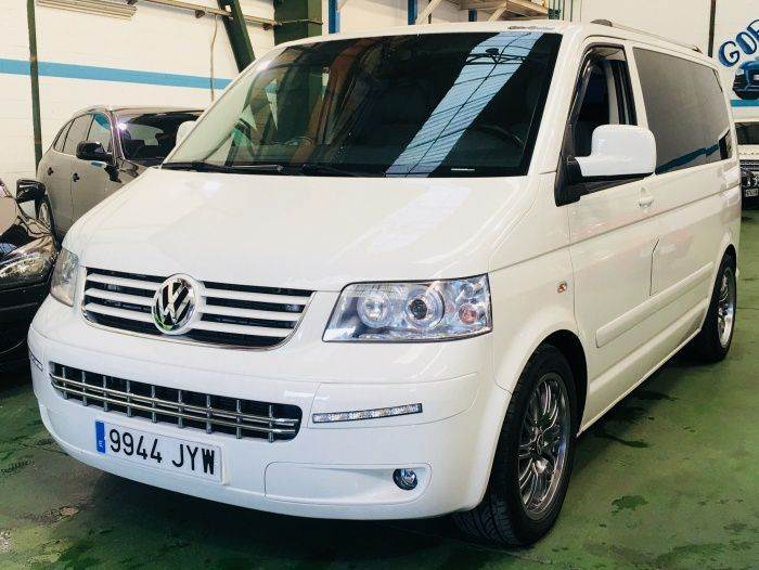 volkswagen multivan 2 5tdi startline occasion prix 20 500 ann e d 39 immatriculation 2009. Black Bedroom Furniture Sets. Home Design Ideas