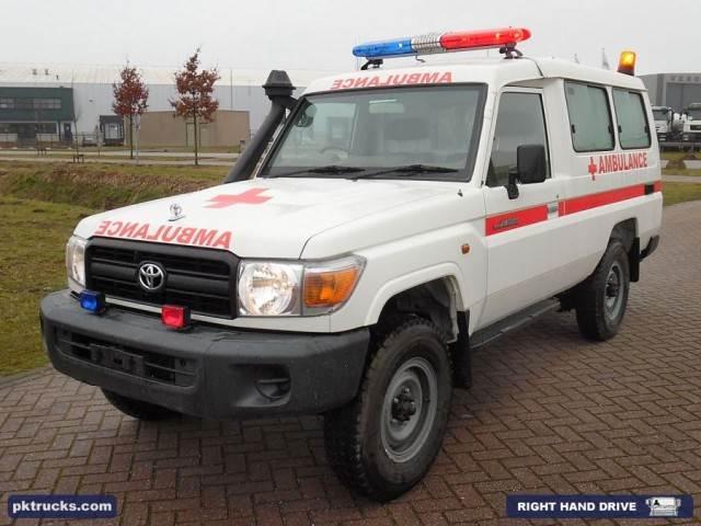toyota land cruiser hzj78l occasion prix 43 500 ann e d 39 immatriculation 2015 ambulance. Black Bedroom Furniture Sets. Home Design Ideas