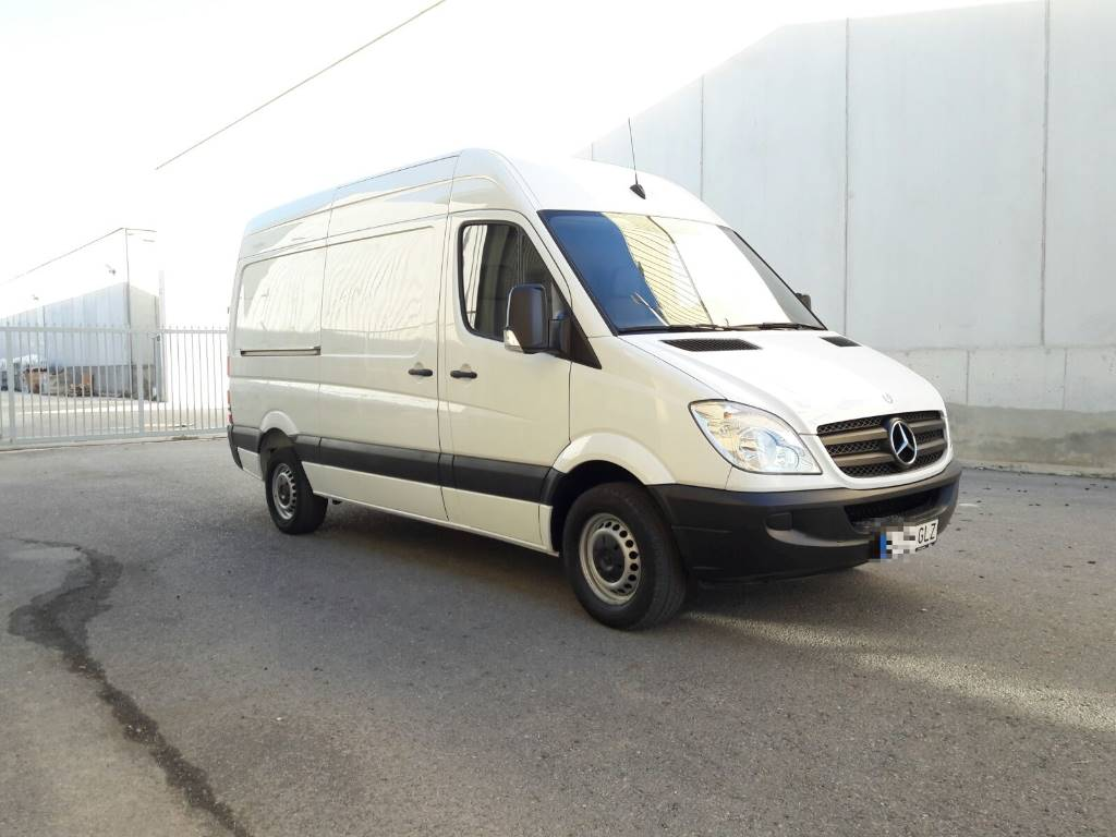 Used mercedes benz sprinter 311 furgoneta solo km for Price of mercedes benz sprinter