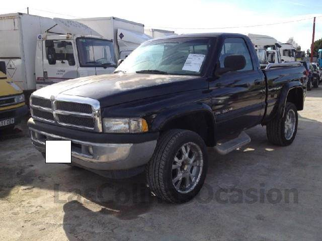 dodge ram 1500 v8 occasion prix 13 800 ann e d 39 immatriculation 1998 voiture dodge ram. Black Bedroom Furniture Sets. Home Design Ideas