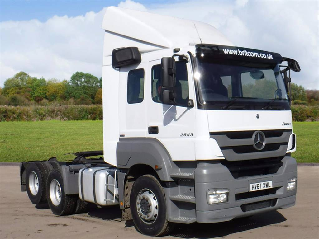 Used mercedes benz 2643 6x2 rear lift tractor unit tractor for Mercedes benz tractors