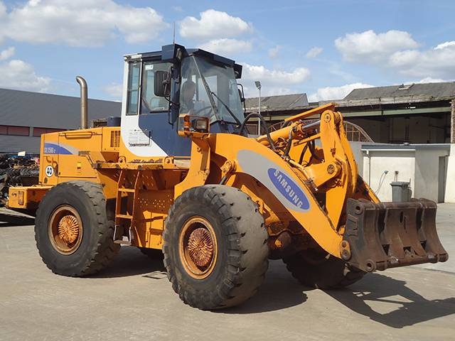Used Samsung Sl150 2 Wheel Loaders Year 1995 For Sale