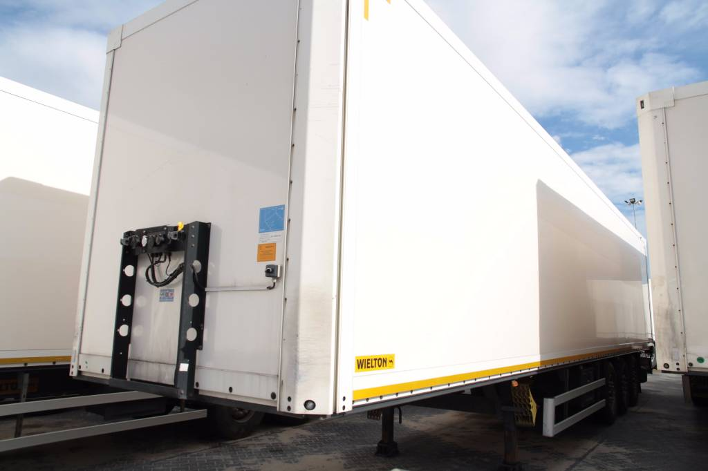 Commercial Trailer Unit : Used wielton semi trailer ns koffer container units