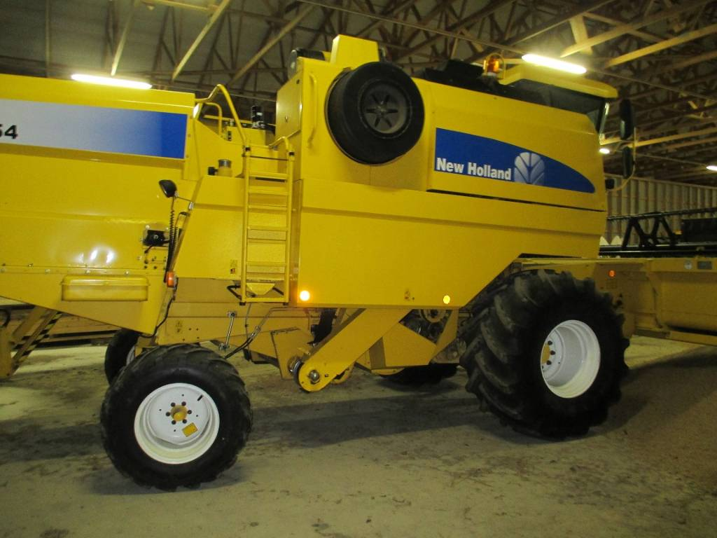 used new holland tc 54 combine harvesters year 2006 price 71 982 for sale mascus usa. Black Bedroom Furniture Sets. Home Design Ideas