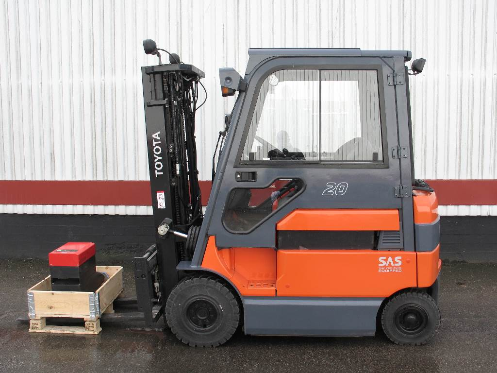 Used Toyota 7fbmf20 Electric Forklift Trucks Year 2008