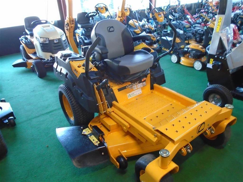 used cub cadet z1 122 cm pro zero turn compact tractors year 2018 price us 8 534 for sale. Black Bedroom Furniture Sets. Home Design Ideas