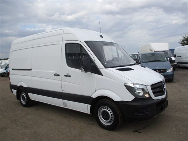 Used mercedes benz sprinter 319 box body year 2018 price for Mercedes benz 319 bus for sale