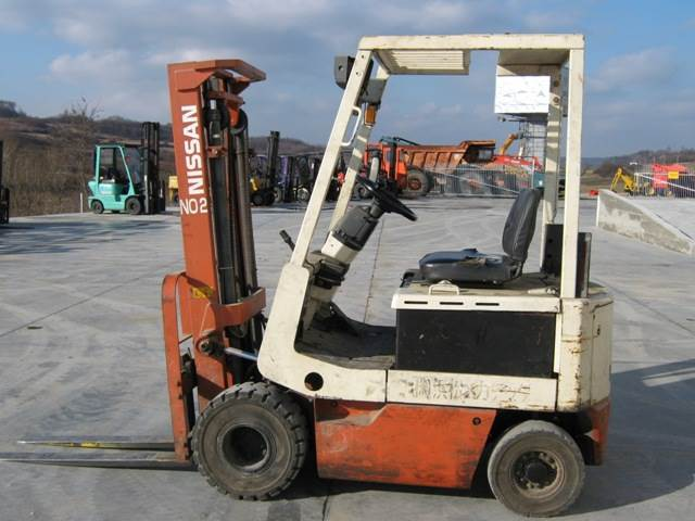 Used Nissan M01l15 Electric Forklift Trucks Year 1995 For