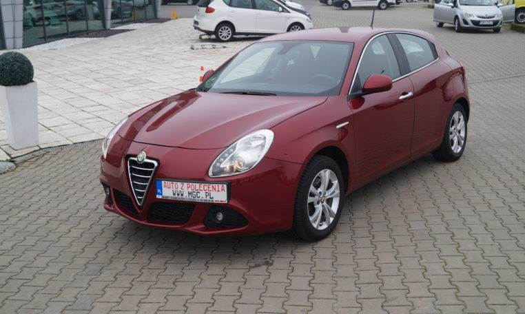 alfa romeo giulietta 2 0 jtdm occasion prix 8 964 ann e d 39 immatriculation 2013 voiture. Black Bedroom Furniture Sets. Home Design Ideas