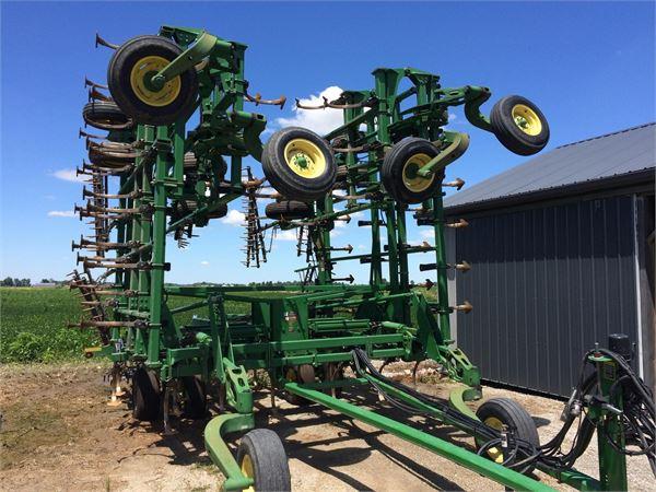 John Deere 2200 - Year: 2002 - Cultivators - ID: 18F90FF1 ...