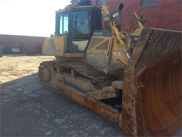 Detail photo of 2011 Komatsu D65EX-16 from Construction Equipment Guide