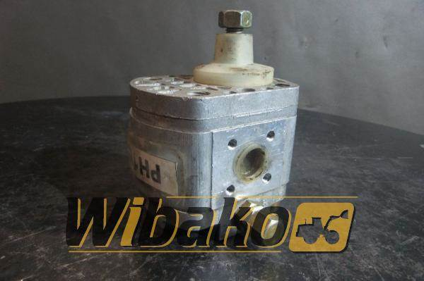 Used poclain hydraulic pump poclain 70316908 other for Hydraulic pumps and motors for sale